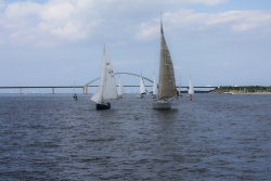 Stau unter der Fehmarnsundbrücke